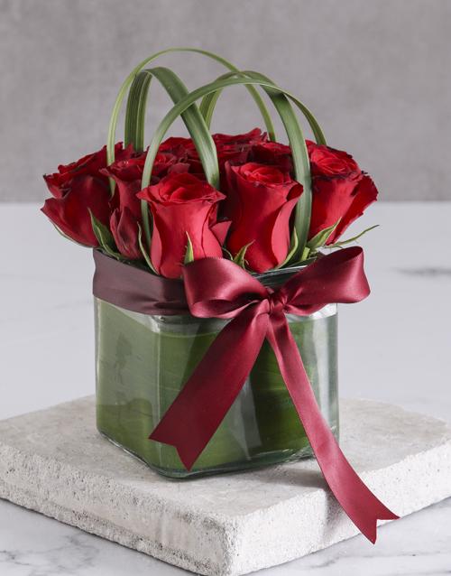 roses Elegant Red Roses In Clear Square Vase